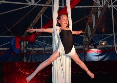 enfant-au-tissu-2-ecole-blaisoise-du-cirque